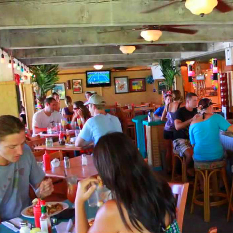 bettys beach cafe maui happy hours