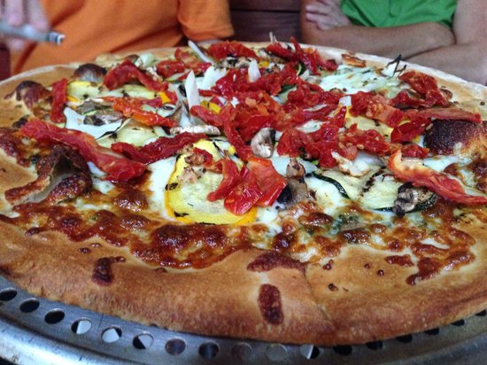 Happy Hour Pizza at Maui Brewing