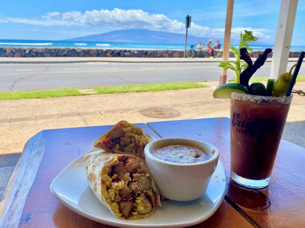 ocean view dining at waikiki brewing - sunday bloody mary in maui