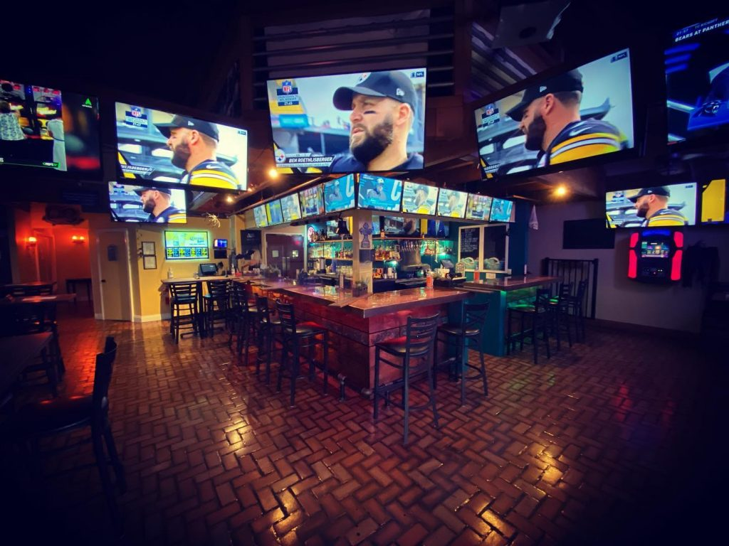 best maui sports bar - diamonds kihei