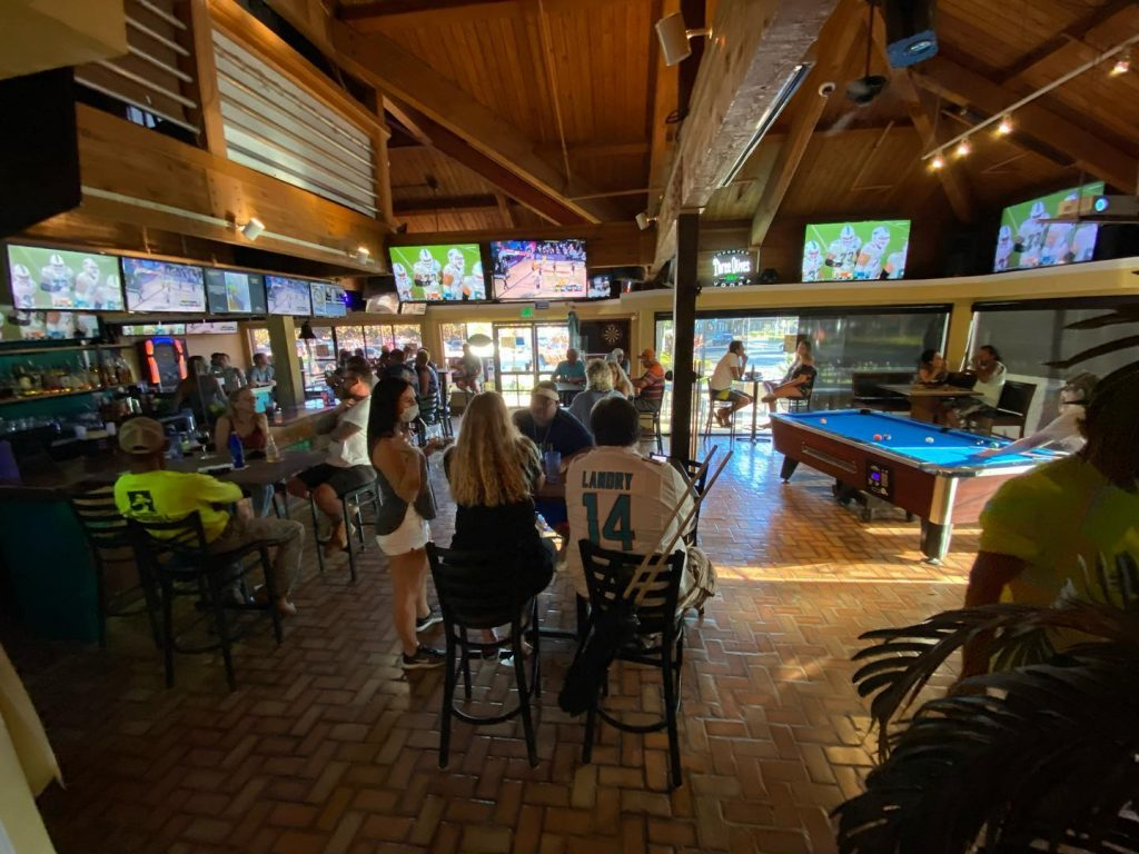 maui sports bar - diamonds kihei