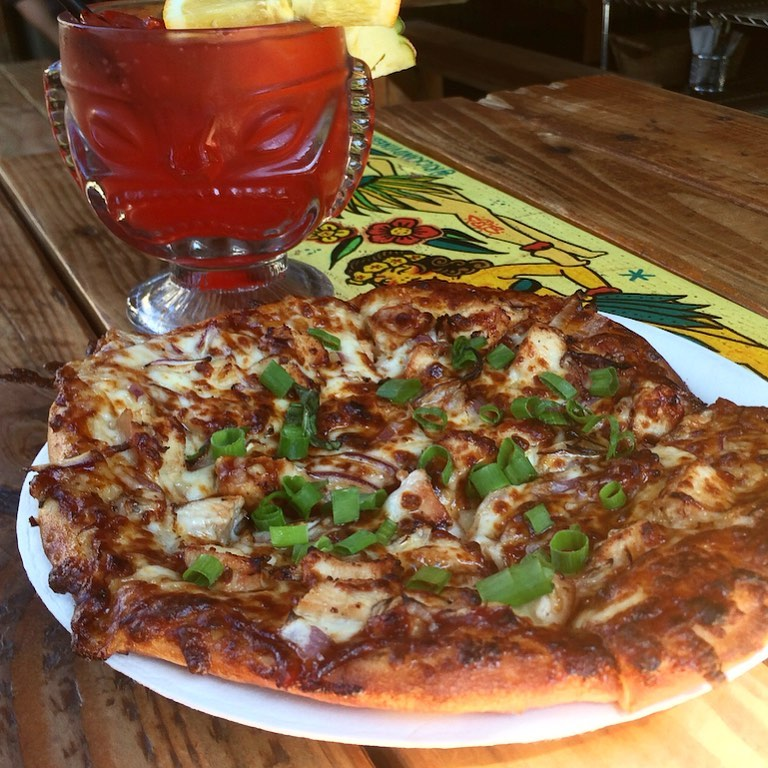 pizza and cocktail - maui happy hours