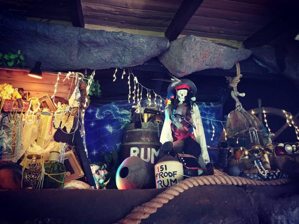 Pirate decorations at Captain Jacks Maui happy Hour