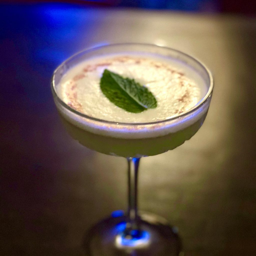 What are the happy hour times at vibe bar maui