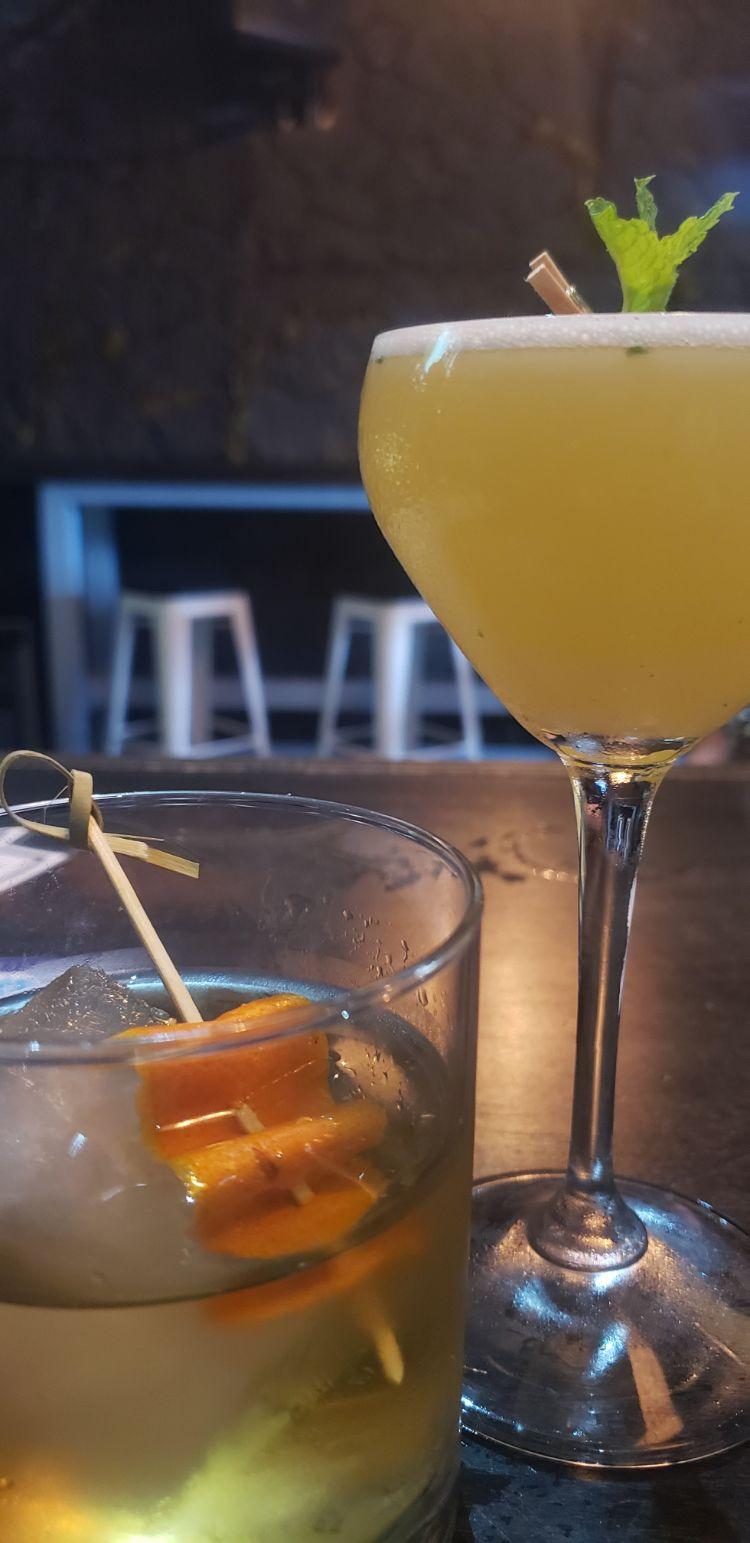 happy hour vibe maui - craft cocktails bar