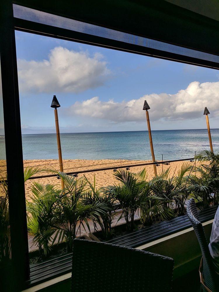 Oceanfront happy hour Maui restaurant