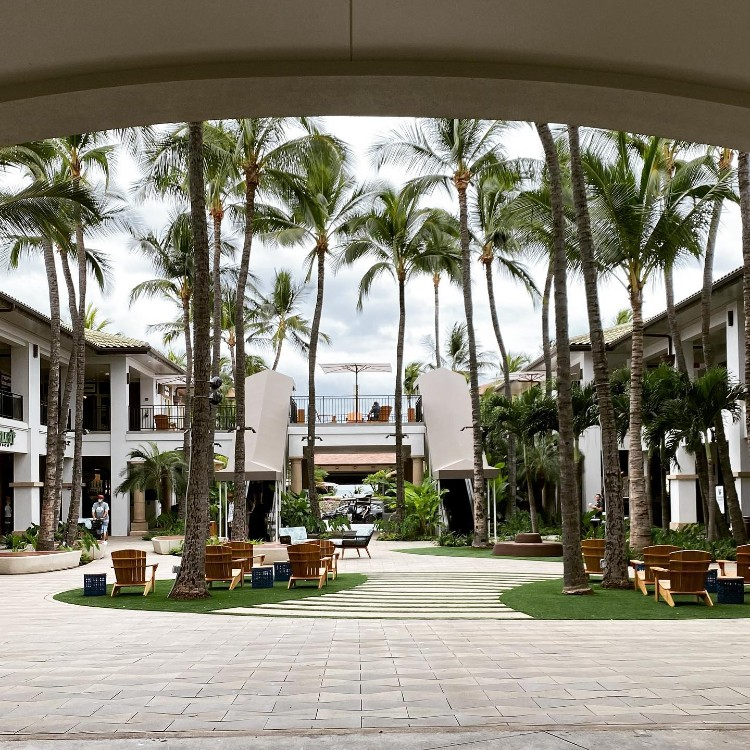 Happy hour at The Shops at Wailea near Marriot Maui and Andaz Resort
