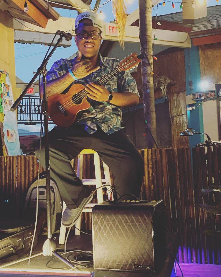 Live music Kihei Maui - ukulkele musician in Maui Hawaii
