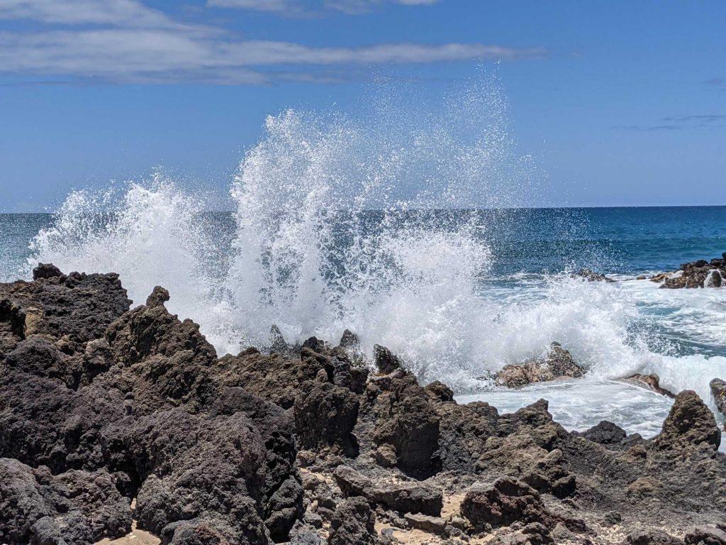 Best water shots - ocean waves crashing on lava rocks in Hawaill