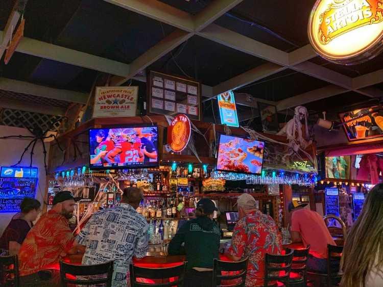 Happy hour near me Maui - Sports bar