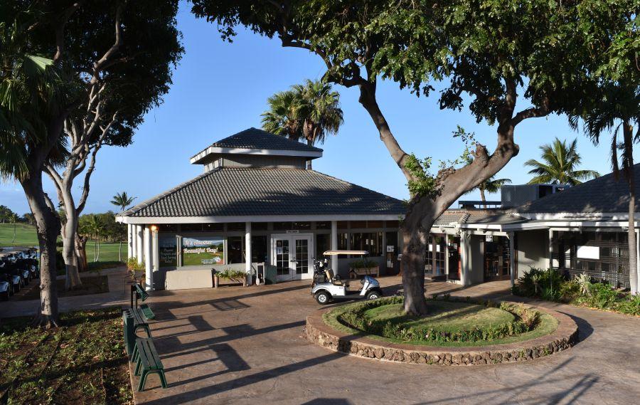 Gilligans restaurant at Maui Nui Golf Club