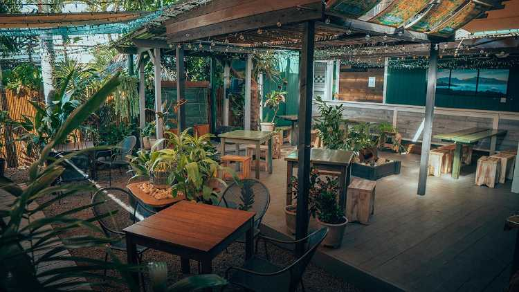 Paia Bay Coffee Bar Maui happy hour breakfast restaurant