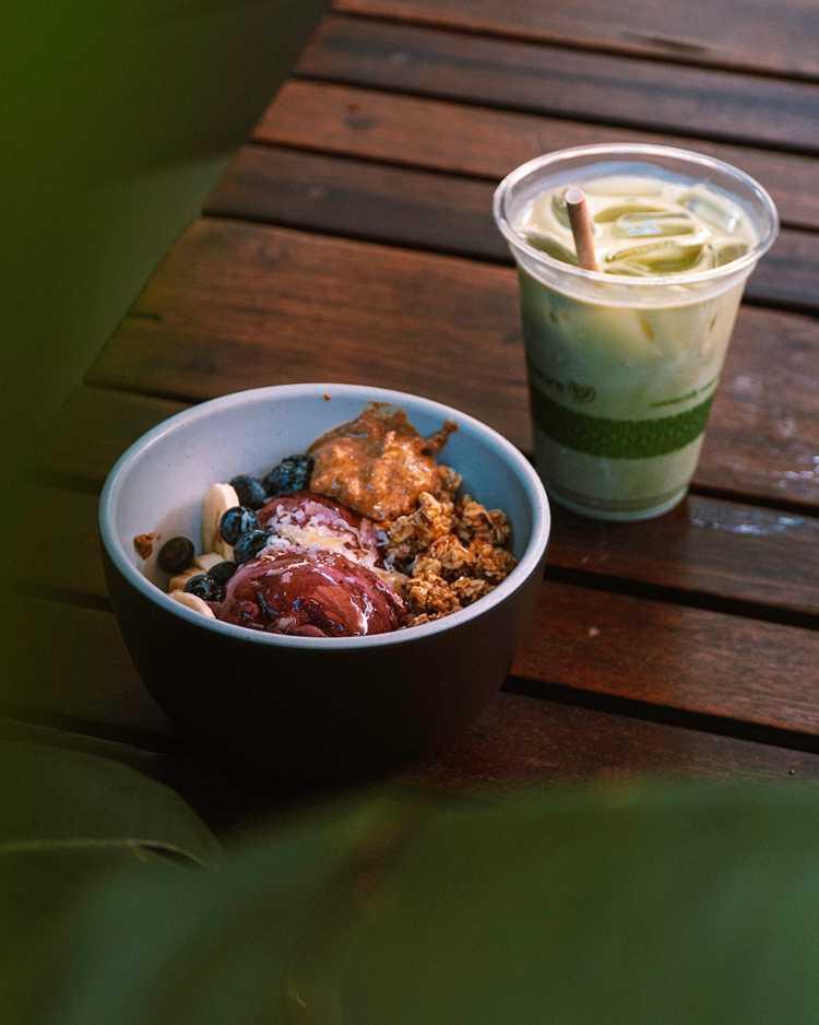 Healthy Maui breakfast bowl