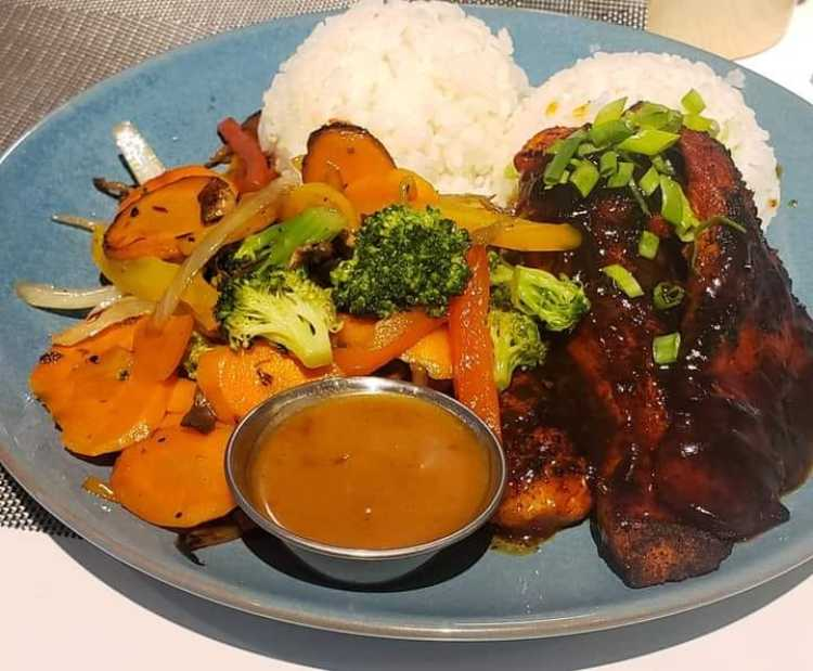 Happy hour at Southshore Grindz Kihei HI Maui restaurant