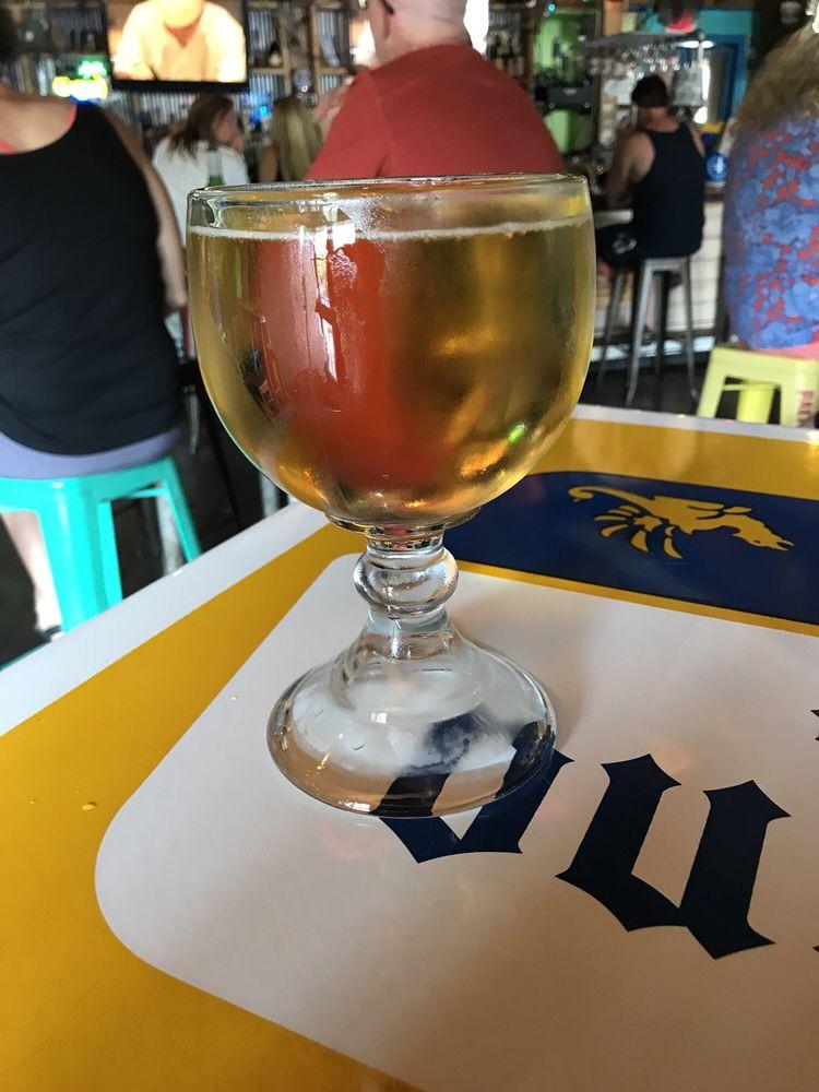 Happy hour beer Spankys Maui