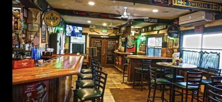 Irish bar Maui